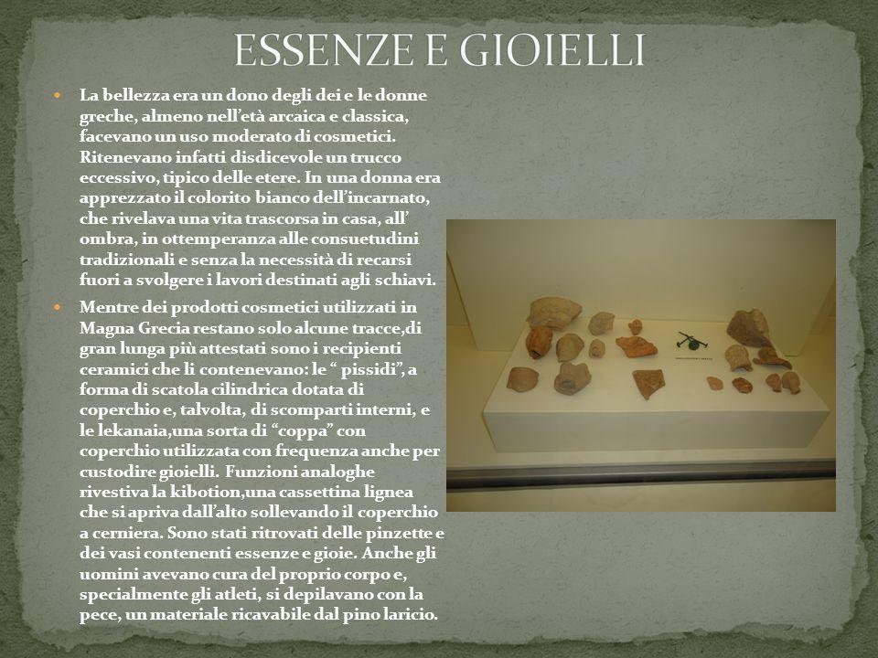 La bellezza era un dono degli dei e le donne greche, almeno nell'età arcaica e classica, facevano un uso moderato di cosmetici.