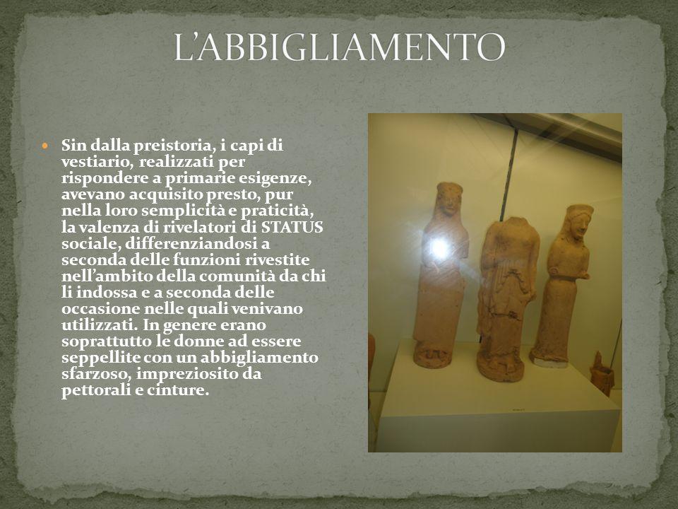 Sin dalla preistoria, i capi di vestiario, realizzati per rispondere a primarie esigenze, avevano acquisito presto, pur nella loro semplicità e pratic