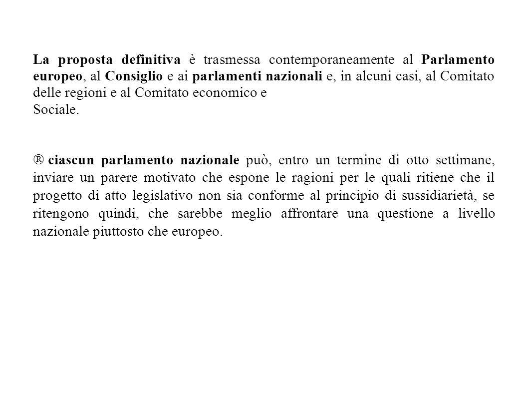 La proposta definitiva è trasmessa contemporaneamente al Parlamento europeo, al Consiglio e ai parlamenti nazionali e, in alcuni casi, al Comitato del