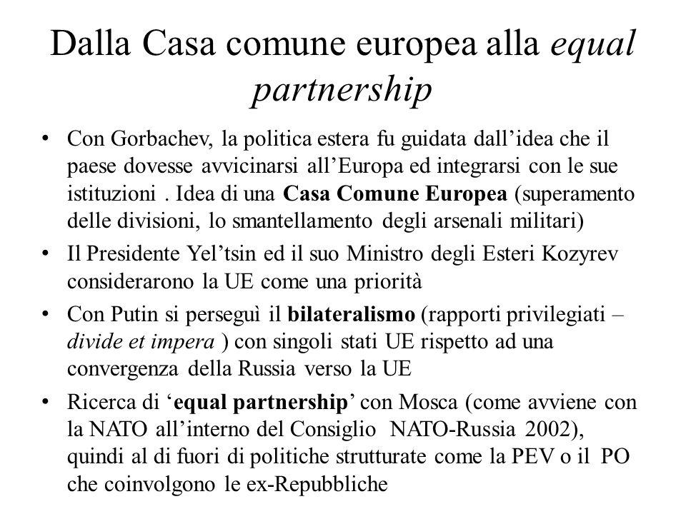 Dalla Casa comune europea alla equal partnership Con Gorbachev, la politica estera fu guidata dall'idea che il paese dovesse avvicinarsi all'Europa ed
